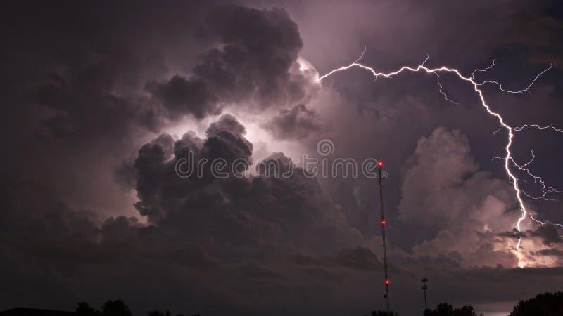 Het Bewolkte Stormachtige weer van de bliksemstaking stock fotografie