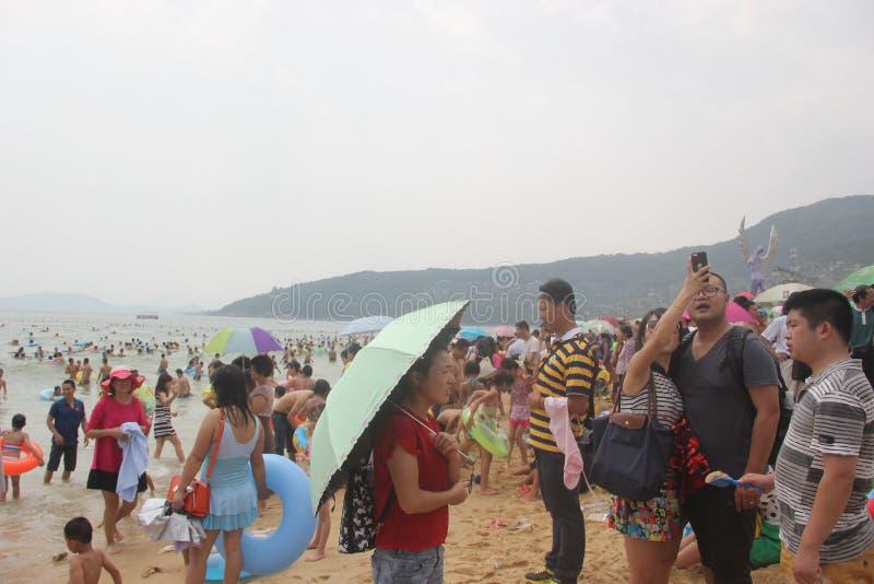 Het bezige baden beachï ¼ ŒCHINA, AZIË van Shenzhen Dameisha stock foto's