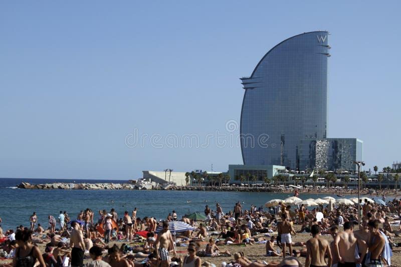 Het bezige Strand van Barcelona stock foto