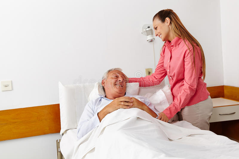 Het bezoek van het ziekenhuis van de familie voor stock afbeeldingen