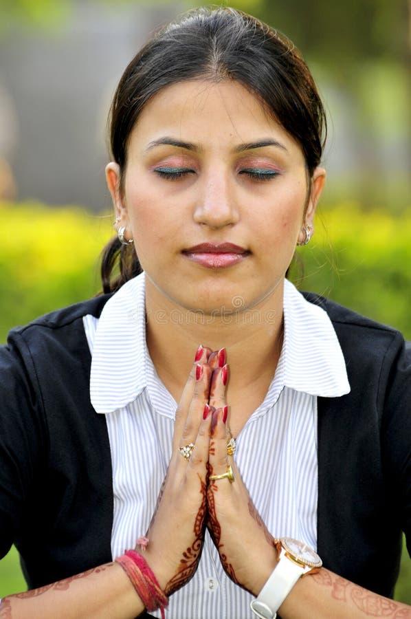 Het bidden aan God stock foto