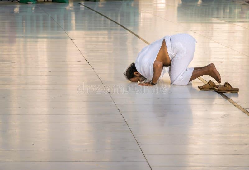 Het bidden buitenkaaba in Makkah royalty-vrije stock afbeeldingen