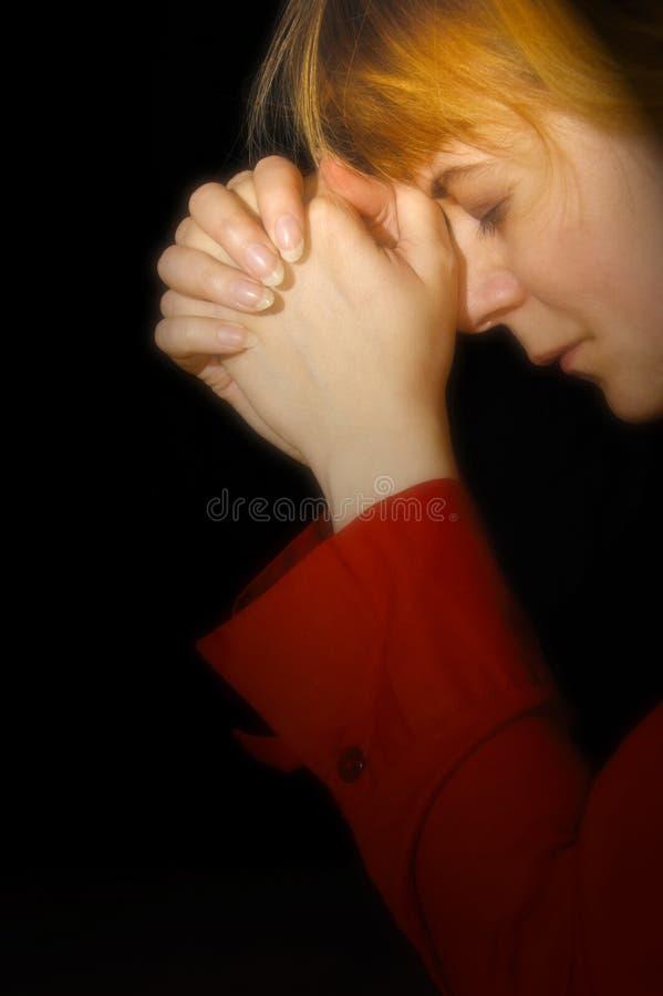 Het bidden van de vrouw stock afbeelding
