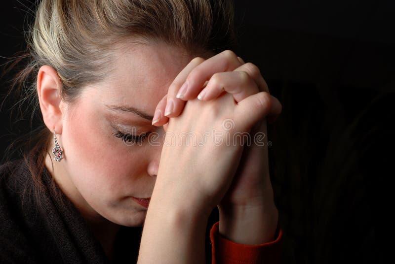 Het bidden van de vrouw stock foto's