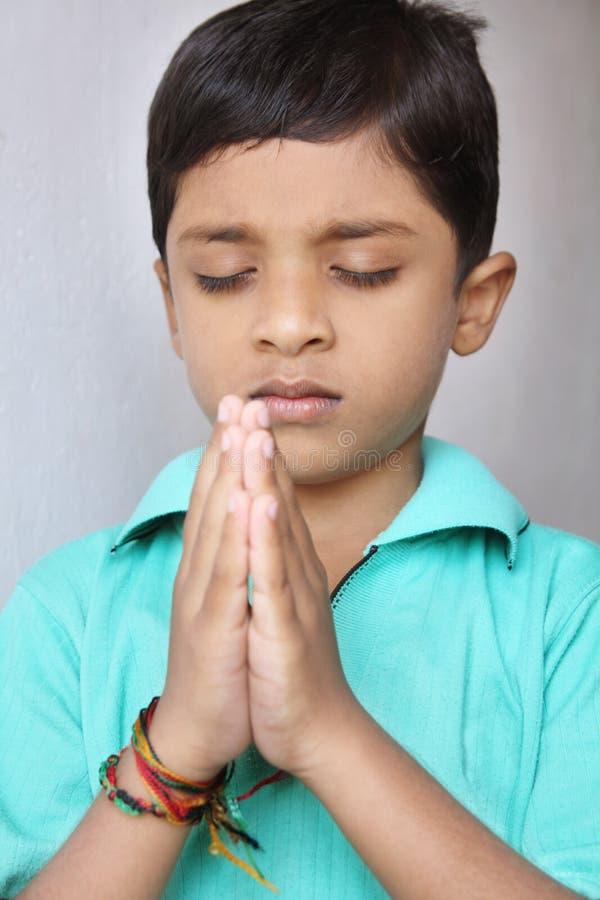Het Bidden van Little Boy stock foto