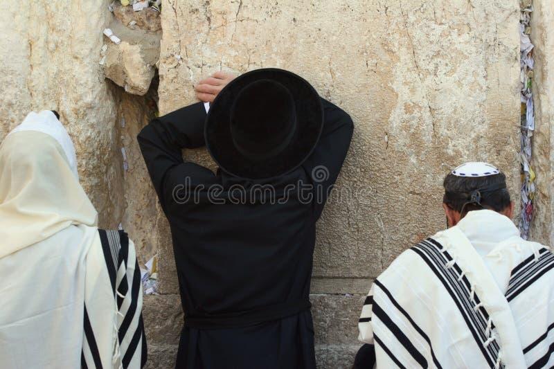 Het bidden van mens-2 stock afbeeldingen