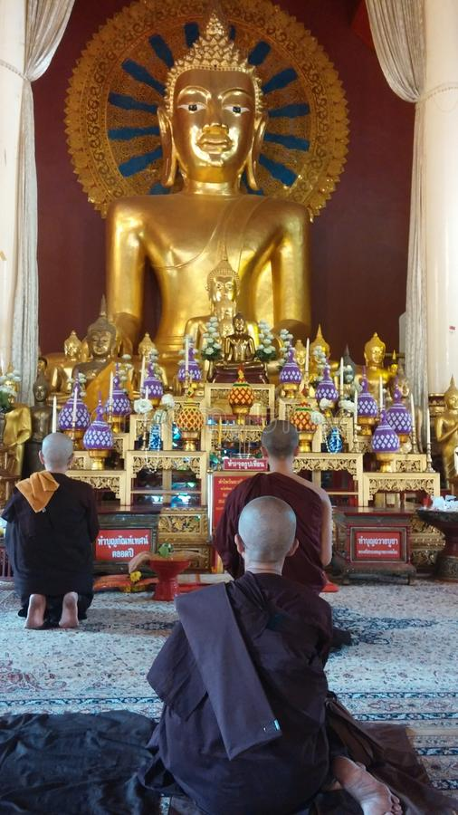 Het bidden van monniken stock afbeeldingen