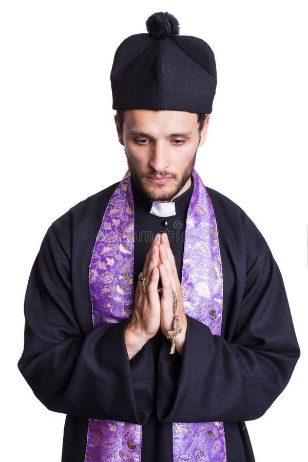 Het bidden van priester stock foto's