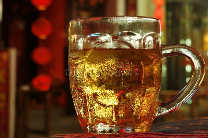 Het Bier van Nightime stock afbeelding