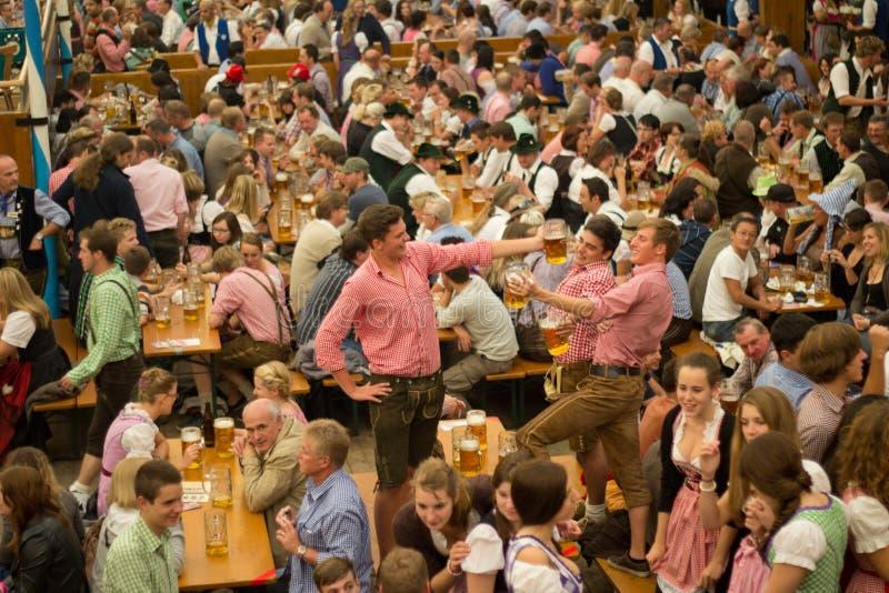 Het bierdrinkers München 2012 van Octoberfest stock foto