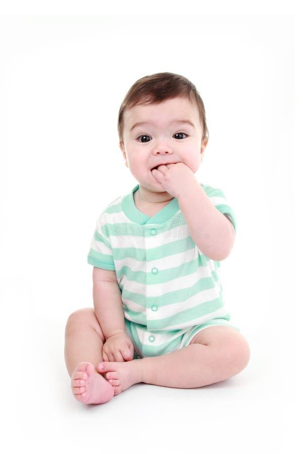 Het bijten van de baby hand stock fotografie