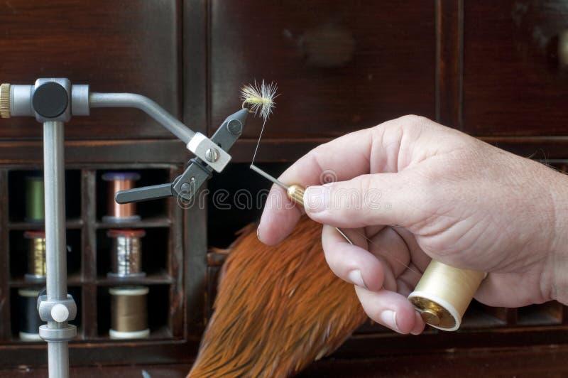 Het Binden van de vlieg met Hand royalty-vrije stock afbeelding