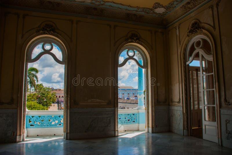 Het binnenland die van het Paleis, de stad van de Vensters overzien Cienfuegos, Cuba Palacio Ferrer in Jose Marti Park, Huis van  royalty-vrije stock foto's