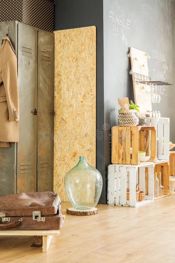 Het binnenland met upcycled meubilair stock foto's