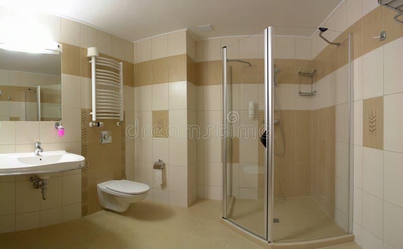 Het binnenland van de badkamers