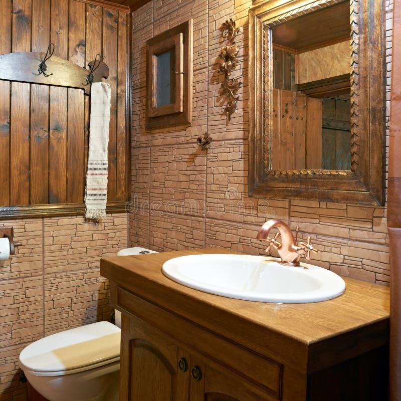 Het binnenland van de badkamers van gasthuis stock afbeeldingen