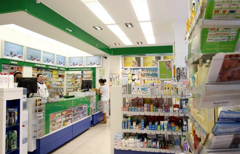 Het binnenland van de de winkeldrogisterij van de apotheek stock foto's