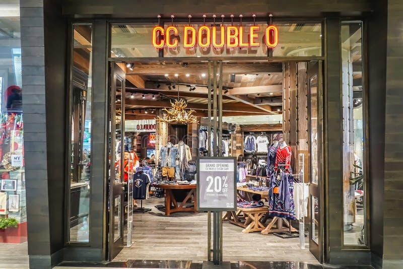Het binnenland van de DUBBELE O winkel van CC, de klerenwinkel is eenvoud die met elegantie in de stijl van de Amerikaanse gevest royalty-vrije stock afbeeldingen