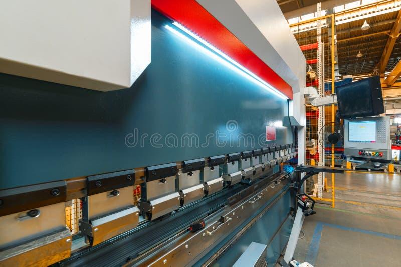 Het binnenland van de metaalbewerkende winkel Moderne industriële onderneming stock afbeeldingen