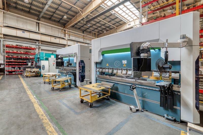 Het binnenland van de metaalbewerkende winkel Moderne industriële onderneming stock foto
