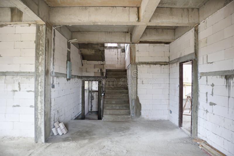 Het binnenland van de nieuw huisbouw bij bouwterrein royalty-vrije stock afbeelding