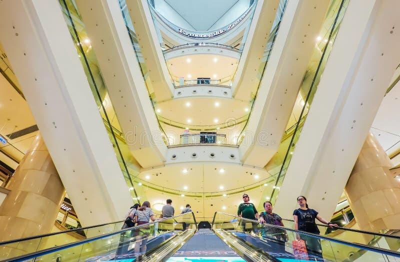 het binnenland van de reclamespot in Taipeh 101 Winkelcomplex, de kleinhandelswandelgalerij met meerdere verdiepingen is naar hui stock foto's