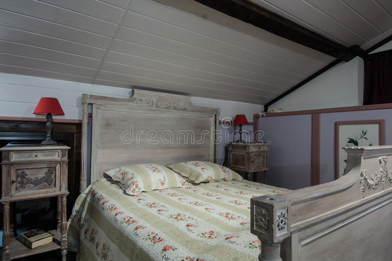 Het Binnenland Van De Slaapkamer In Frans Huis Stock Afbeelding ...