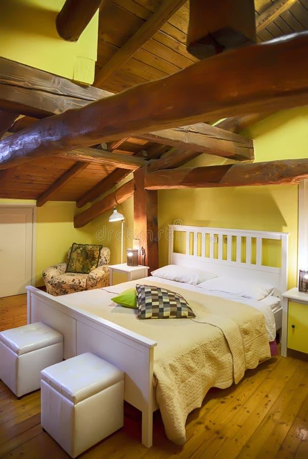 Het binnenland van de slaapruimte in het Italiaans stijl royalty-vrije stock afbeelding