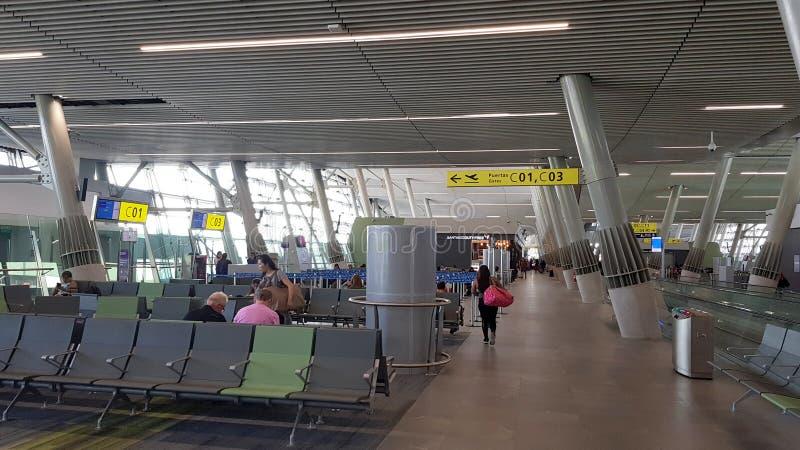 Het binnenland van de terminal van de Santiago de Chile-Internationale Luchthaven van luchthavenarturo merino BenÃtez, Chili royalty-vrije stock fotografie