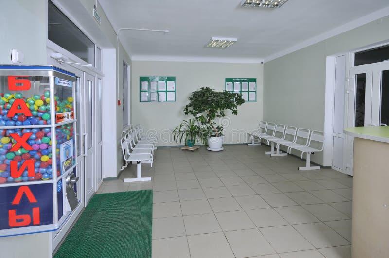 Het binnenland van de zaal in het ziekenhuis. stock afbeeldingen