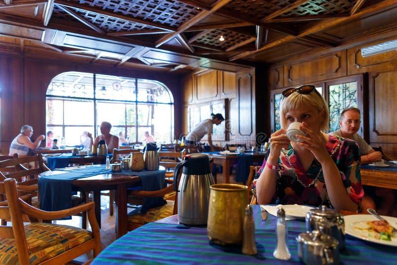 Het binnenland van een Italiaans restaurant in de Egyptische toevlucht stock afbeelding