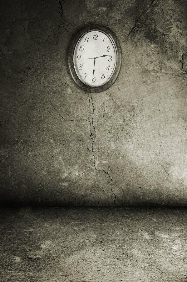 Het binnenland van Grunge met horloge royalty-vrije stock foto