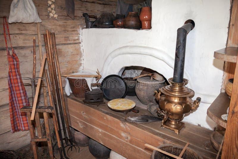 Het binnenland van het museum van houten architectuur Vitoslavlitsy royalty-vrije stock foto's