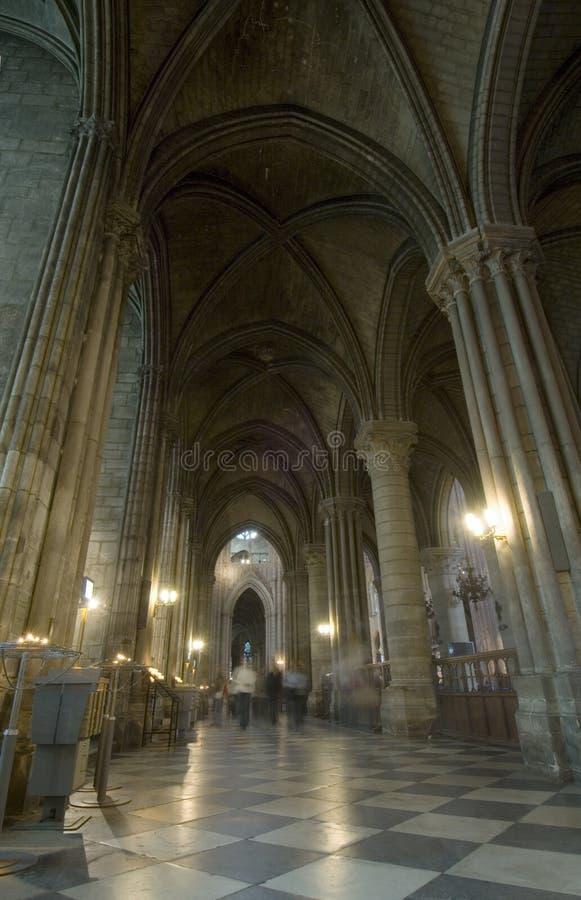 Het Binnenland van het Notre Dame de Paris stock afbeelding
