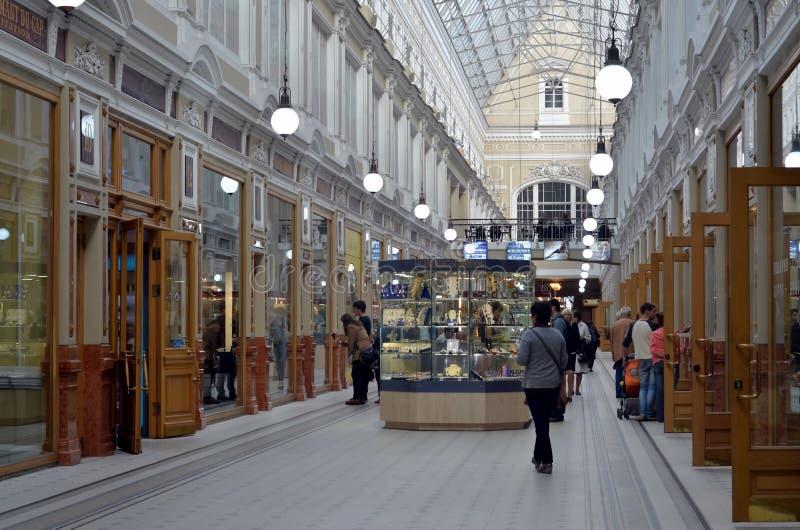 Het binnenland van het Passagewinkelcomplex stock foto
