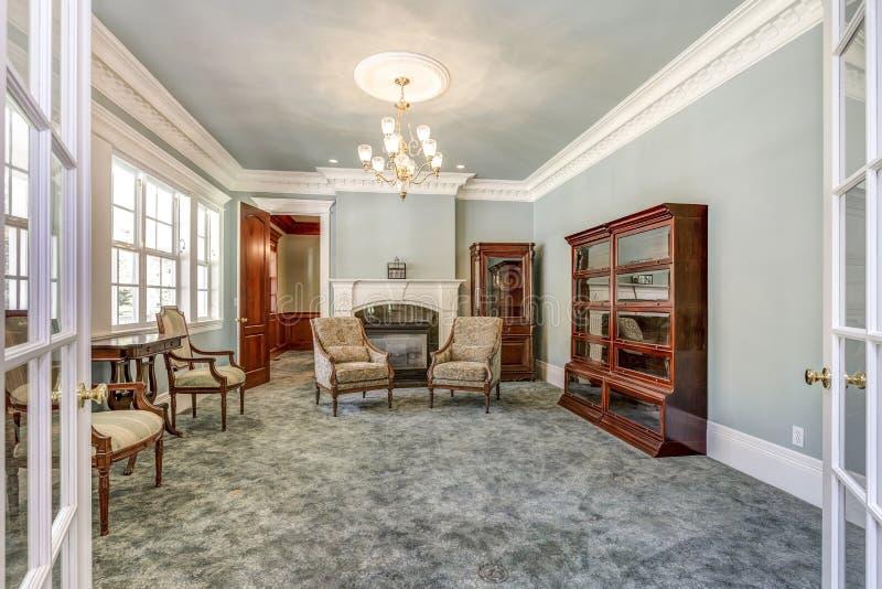 Het binnenland van het luxehuis met uitstekend meubilair royalty-vrije stock fotografie