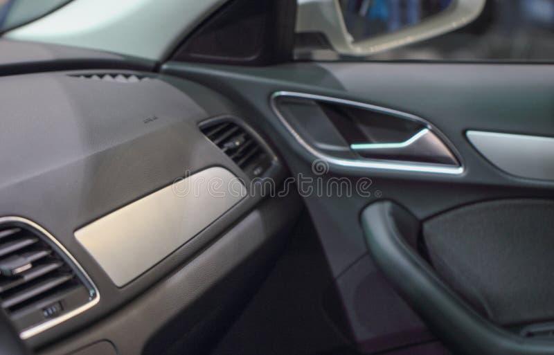 Het binnenland van luxueuze limousine bij de internationale motor s royalty-vrije stock afbeelding