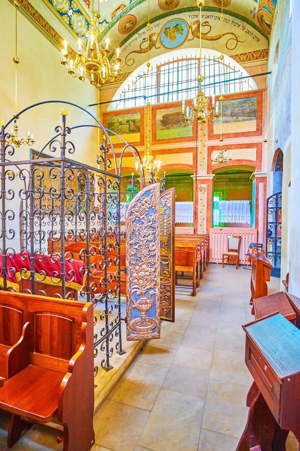 Het binnenland van middeleeuwse Remah-Synagoge in Krakau, Polen stock foto's