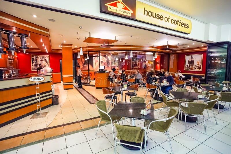 Het binnenland van Snel Voedsel neemt Restaurant in een Wandelgalerij royalty-vrije stock afbeeldingen