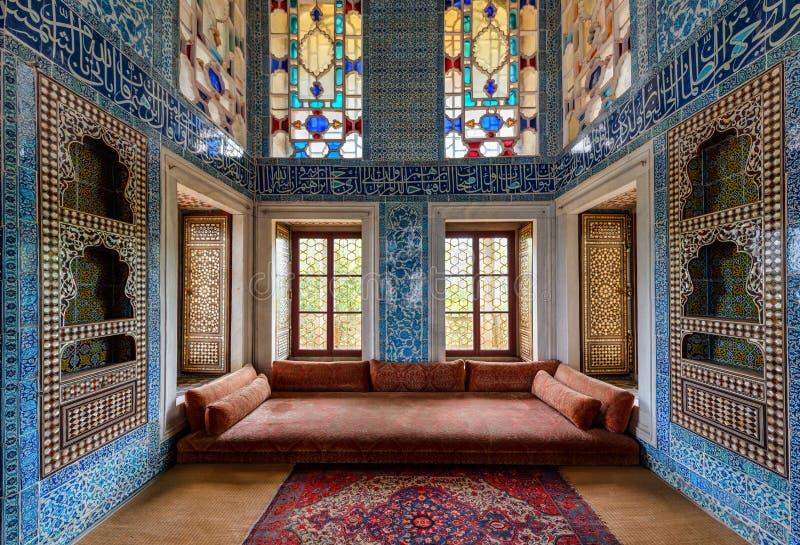 Het binnenland van het Topkapipaleis, mozaïek betegelde muren, Istanboel Turkije royalty-vrije stock fotografie