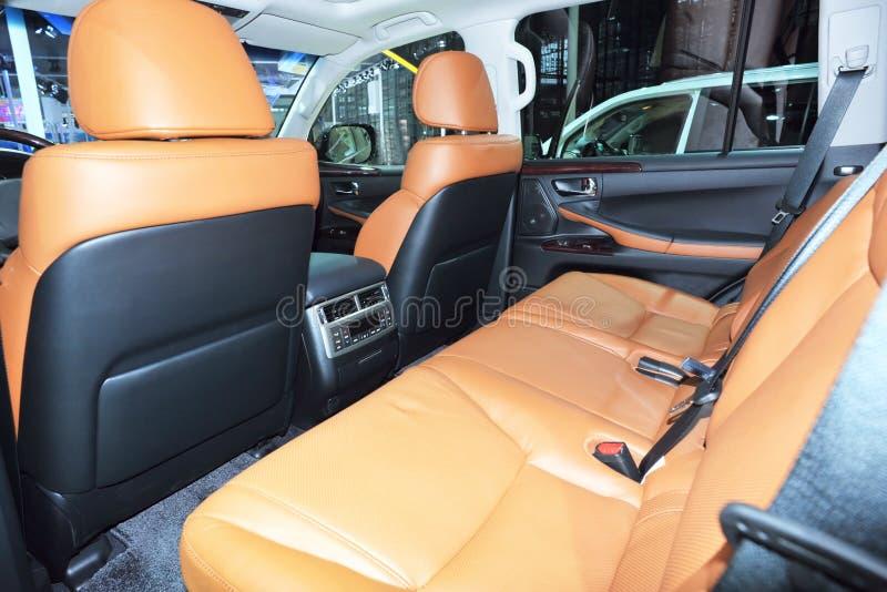 Het binnenland van zetels van luxeauto stock afbeeldingen