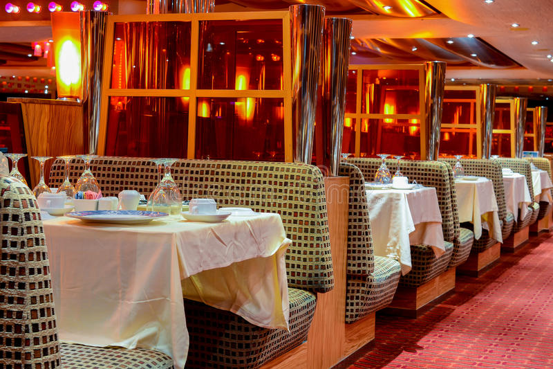 Het binnenlandse schip van de restaurantcruise royalty-vrije stock fotografie