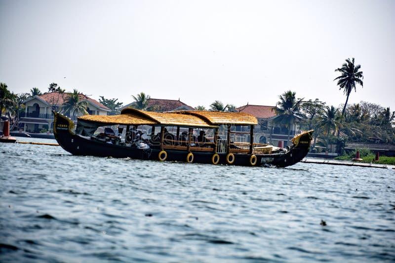 Het binnenwaterroeien van ontzagwekkend Kerala, India royalty-vrije stock fotografie
