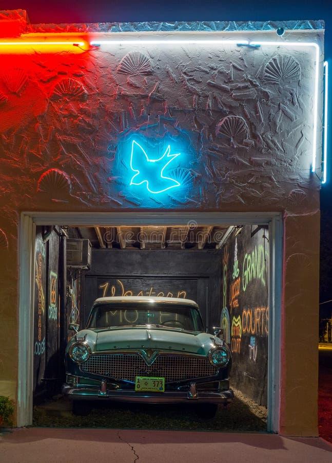 Het blauw slikt Motel, Neonteken Route 66 royalty-vrije stock foto