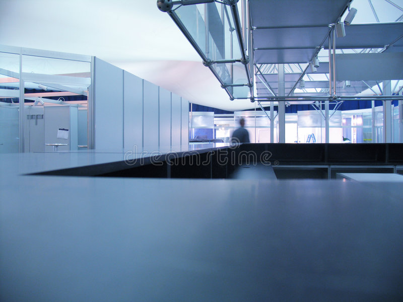 Het blauwe bureau van tentoonstellingsinfo