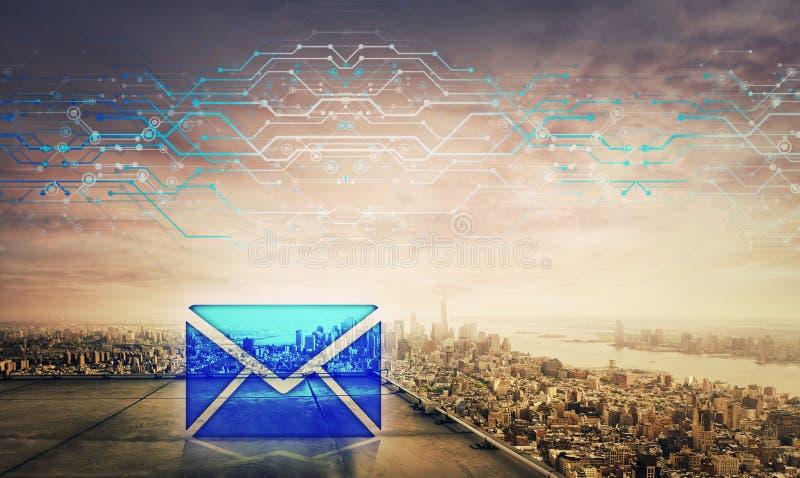 Het blauwe hologram van het berichtpictogram op het dak van een wolkenkrabber over de grote horizon van de stadszonsondergang, du royalty-vrije stock afbeeldingen