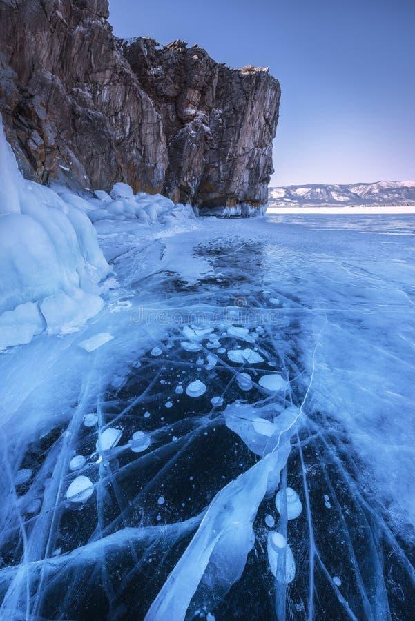 Het blauwe ijs van Meer de Baykal, Rusland royalty-vrije stock foto's