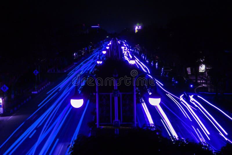 Het blauwe Lichte Schilderen door Auto's stock foto's
