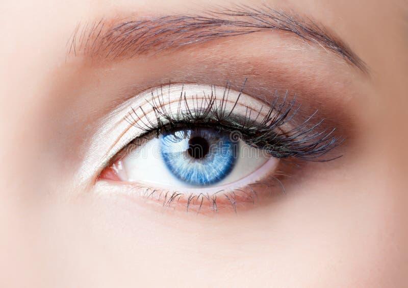 Het blauwe oog van de vrouw royalty-vrije stock foto's