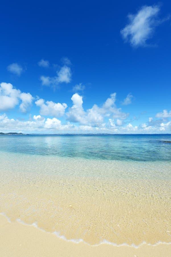 Het blauwe overzees en de hemel in Okinawa royalty-vrije stock fotografie